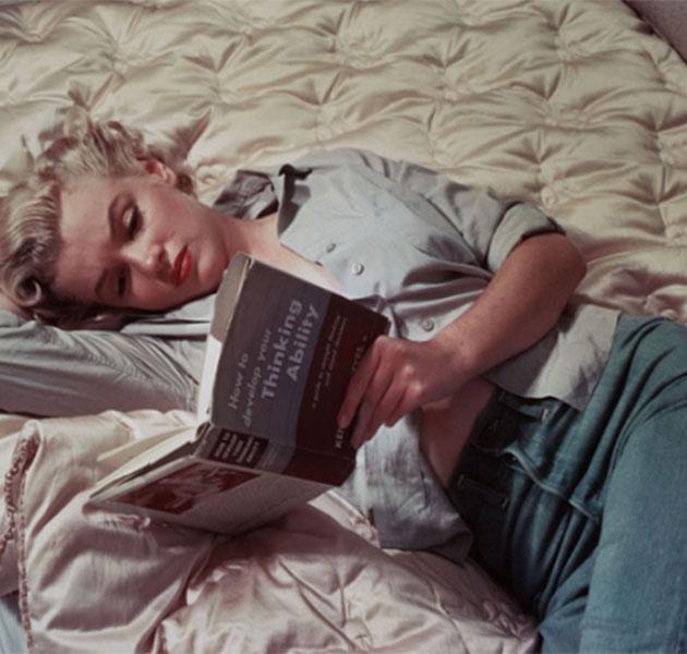 Fotos de Marilyn Monroe lendo